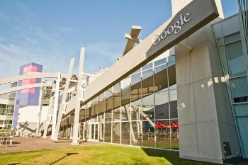 Штаб-квартира Google в Маунтин-Вью, штат Калифорния. В понедельник 16 апреля адвокаты и представители Google и Oracle будут решать в суде возможность использования Java в операционной системе Android. Фото: Ян Якилек/The Epoch Times
