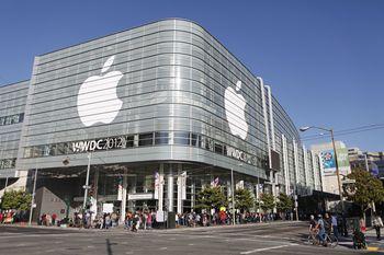 С 11 по 15 июня в Moscone Center проходит международная конференция разработчиков Apple WWDC 2012. 11 июня, Сан-Франциско, Калифорния, США. Фото: KIMIHIRO HOSHINO/AFP/GettyImages