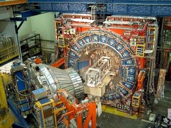 Большой адронный коллайдер (LHC) в ЦЕРН в Женеве. Фото с www-cdf.fnal.gov