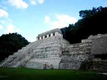 Руины майя в Паленке, на юге Мексики. (INAH)