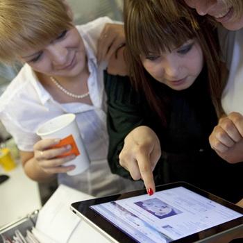 Планшетный компьютер Apple iPad. Фото РИА Новости