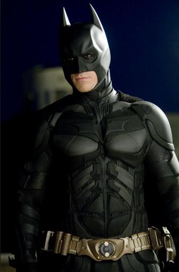 Актёр Кристиан Бэйл в роли Бэтмэна в фильме «Темный Рыцарь». Фото: Stephen Vaughan/Warner Bros. DC Comics