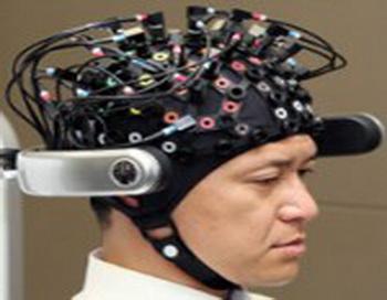 Мозг человека совмещен с компьютером при помощи системы датчиков. Фото: sciencemagic.ru