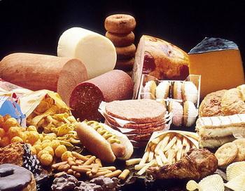 Жирная пища сама по себе не является причиной ожирения, но... Фото:tipslife.ru