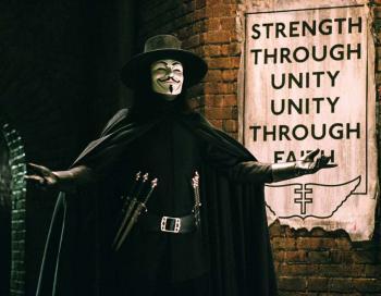 Герой фильма «V значит вендетта» стал олицетворением борьбы с системой за личную свободу. Фото с kinokadr.ru