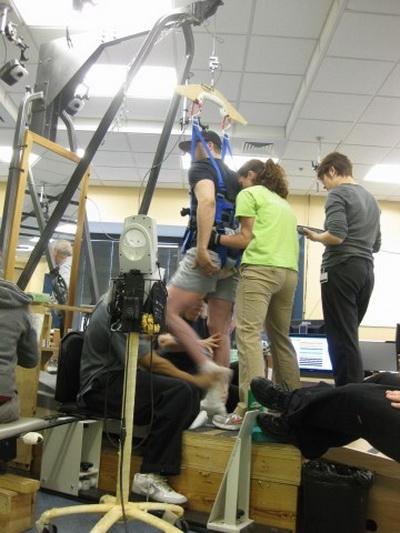 Фоторепортаж о вживлении нового имплантата, позволяющего парализованному человеку  ходить. Фото: AFP PHOTO/COURTESY OF ROB SUMMERS