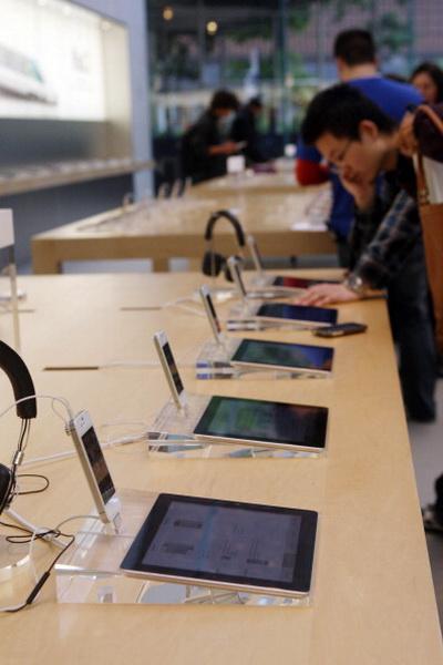 Фоторепортаж о юбилее Apple Store в Нью-Йорке. Фото: Daniel Barry/Getty Images