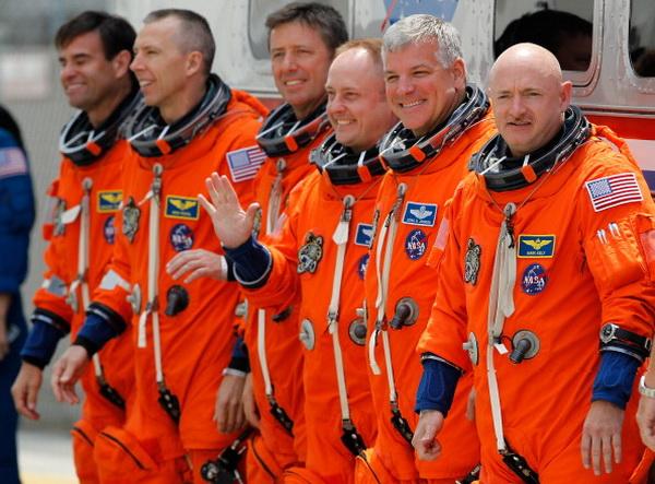 По техническим причинам финальная миссия шатлла «Индевор» была отложена. Фото: Roberto Gonzalez/Getty Images