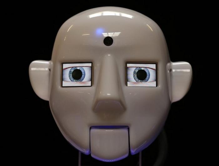Голова RoboThespian тестируется в мастерской Engineered Arts 30 июля в Пенрине, Великобритания. Фото: Matt Cardy/Getty Images