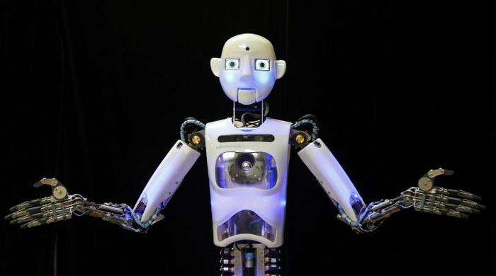 Почти завершённый робот RoboThespian тестируется в процессе сборки в мастерской Engineered Arts в Пенрине, Великобритания. Фото: Matt Cardy/Getty Images