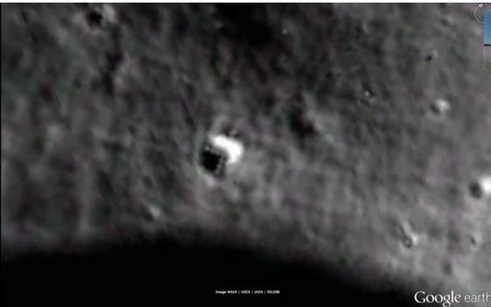 Странный объект на Луне в координатах  2204238.46N и 14203444.52E. Фото: Google Moon
