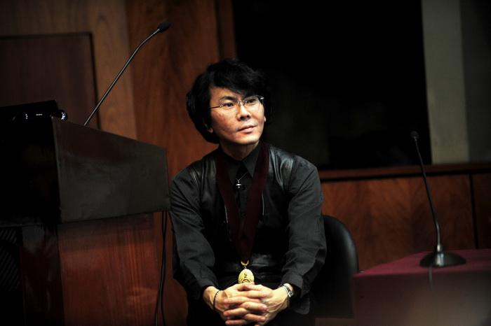 Хироси Исигуро, японский робототехник. Фото: ERNESTO BENAVIDES/AFP/Getty Images