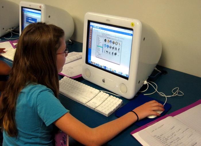 Увлечённость Интернетом приравнивается к наркотической зависимости. Фото: morguefile.com