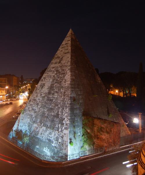 Пирамида в Эллиниконе, Греция. Фото: Wikimedia Commons