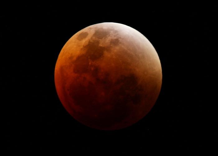 Кровавая луна: значение и роль в предсказаниях. Фото: Matt King/Getty Images