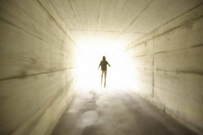Последние теории неврологии об околосмертных переживаниях имеют недочёты и не способны объяснить яркие опыты людей, переживших клиническую смерть. Фото: Photos.com