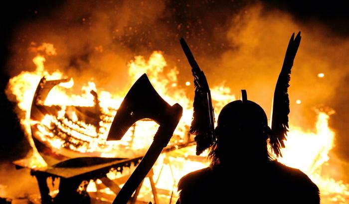 Великан Сурт обрушит на Землю мощь огня и выжжет её. Битва закончится. Все боги падут. Фото: CARL DE SOUZA/AFP/Getty Images