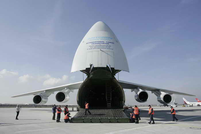военно-транспортный самолёт Ан-124. Фото: KIRILL KUDRYAVTSEV/AFP/Getty Images