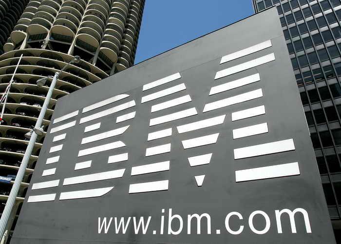 Компания IBM представила первый микрорадиоприёмник. Фото: Tim Boyle/Getty Images