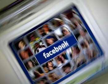 Фэйсбук крадёт наше счастье. Фото: news.zhengjian.org