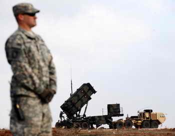5 июля прошли очередные испытания системы противоракетной обороны США. Фото: BULENT KILIC/AFP/Getty Images
