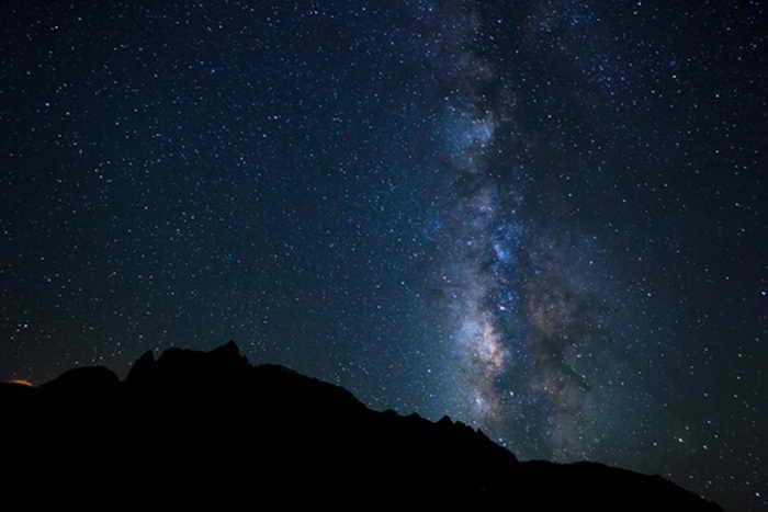 Млечный Путь в ночном небе. Фото: Shutterstock*