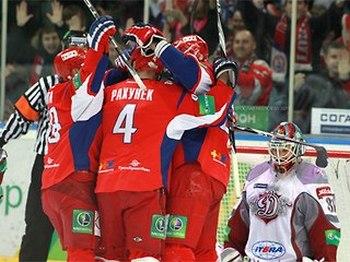 «Локомотив» победил рижское «Динамо» и первым вышел в полуфинал кубка Гагарина. Фото с сайта sportbox.ru