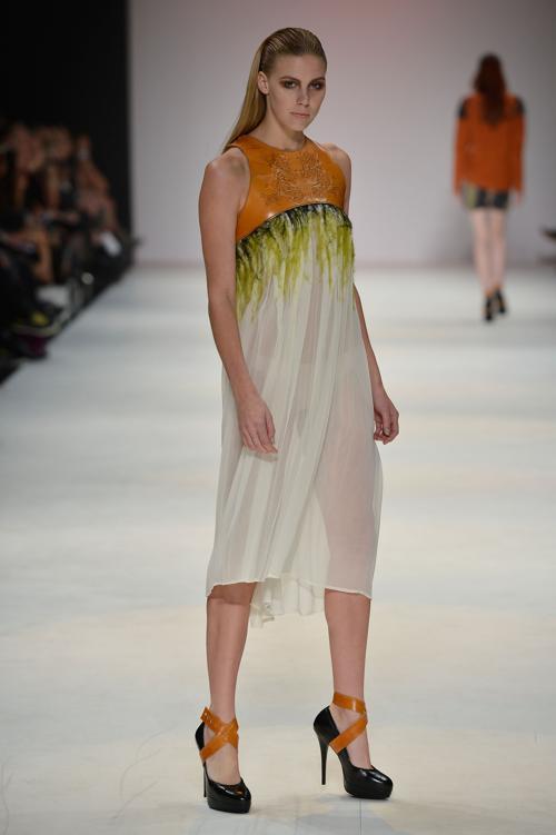 Летняя одежда для мужчин и женщин от Kaylene Milner на  MBFW весна-лето 2012/13 в Австралии. Фоторепортаж. Фото: Stefan Gosatti/Getty Images