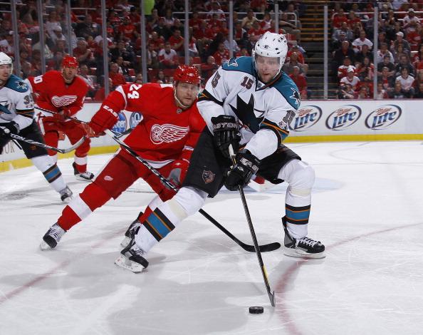 Павел Дацюк  в матче «Детройт» - «Сан-Хосе» признан третьей звездой в НХЛ. Фоторепортаж с матча. Фото: Gregory Shamus/Getty Images