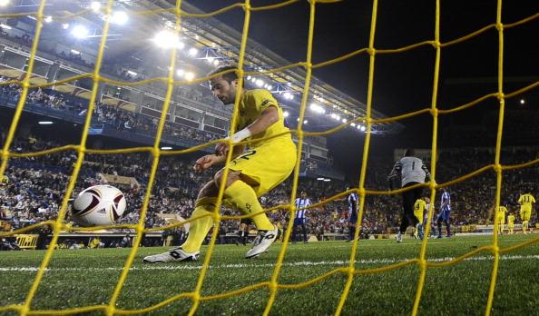 Фоторепортаж с матча «Вильяреал»  -  «Порту».  Фалькао забил 16-й, рекордный гол.  Фото:  JOSE JORDAN/JAVIER SORIANO/AFP/Getty Images