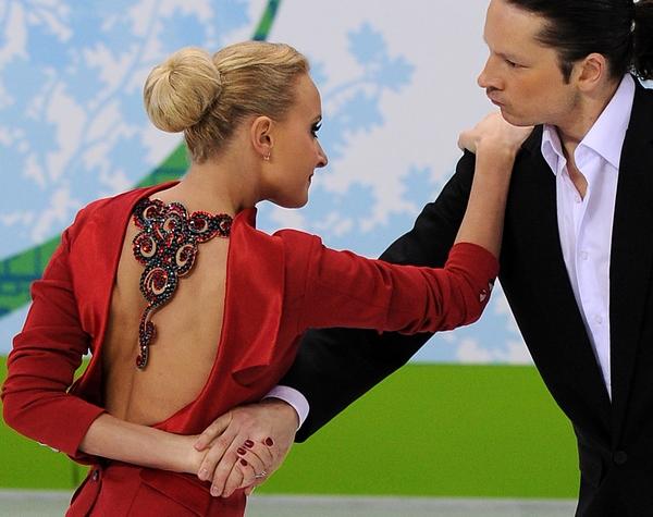 Оксана Домнина и Максим Шабалин выиграли обязательный танец. Фото: Yuri KADOBNOV/AFP/Getty Images