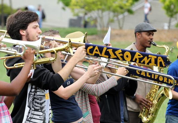 Студенты около Калифорнийского университета в Беркли, штат Калифорния, 23 апреля 2012. Фоторепортаж. Фото:  Justin Sullivan/Getty Images