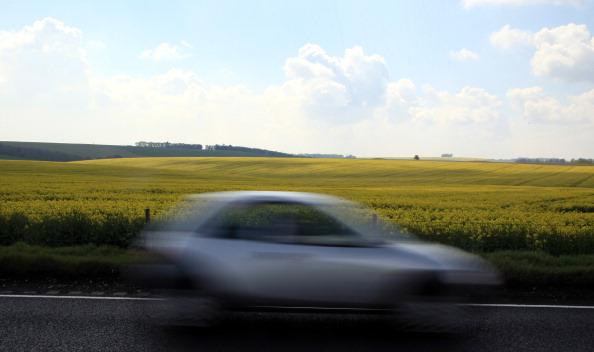 Поля цветущего рапса в английском  графстве Уилтшир. Фото: Matt Cardy/Getty Images