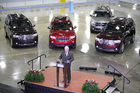 Лех Валенса  на  автозаводе Chrysler в Детройте выступил с речью перед  сотрудниками завода в Ассамблее Крайслера Jefferson North Assembly Plant.  Фоторепортаж. Фото: Bill Pugliano/Getty Images
