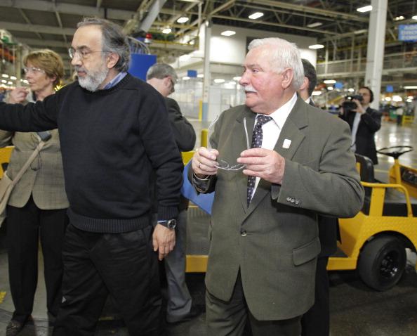 Лех Валенса  и исполнительный директор Chrysler Group Серджио Маркионне. Фоторепортаж. Фото: Bill Pugliano/Getty Images