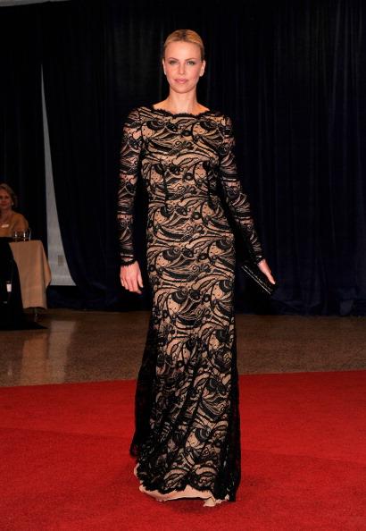 Знаменитости на ужине корреспондентов Белого дома. Charlize Theron. Фоторепортаж. Фото: Getty Images
