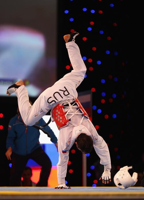 Алиасхаб Сиражев победив Рыдвана Байгута из Турции и завоевал золото на чемпионате Европы по тхэквондо. Фоторепортаж. Фото: Clive Brunskill/Getty Images