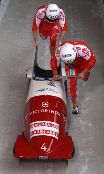Зубков и Воевода – российские бобслеисты на чемпионате мира  впервые завоевали золотые медали. Фото: Alexander Hassenstein/Bongarts/Getty Images