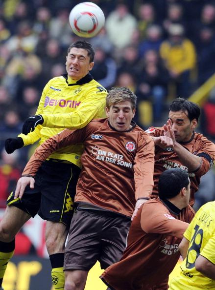 Дортмундская «Боруссия» выиграла  у «Санкт-Паули» 2:0. Фото: Friedemann Vogel/Bongarts/ PATRIK STOLLARZ/AFP/Getty Images