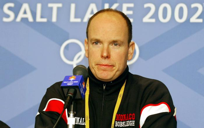 Принц Альберт II на зимних Олимпийских Играх в 2002 году участвовал  как бобслеист. Фото:  CRIS BOURONCLE/AFP/Getty Images