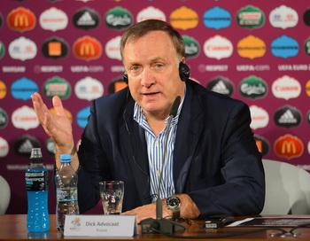 Дик Адвокат на пресс-конференции после матча Российской сборной с Грецией. Фото:  Handout/UEFA via Getty Images