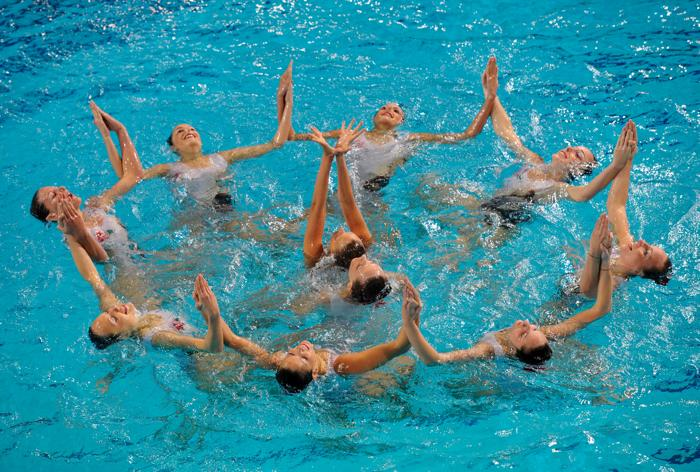Синхронное плавание. Выступление в группах и в комбинациях на чемпионате Европы-2012. Синхронистки Италии. Фоторепортаж из Эйндховена. Фото: Clive Rose/Getty Images