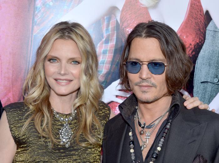 Мишель Пфайффер  (Michelle Pfeiffer) и актёр Джонни Депп (Johnny Depp)на премьере фильма «Мрачные тени» (Dark Shadows) в Голливуде. Фоторепортаж. Фото: Kevin Winter/Getty Images