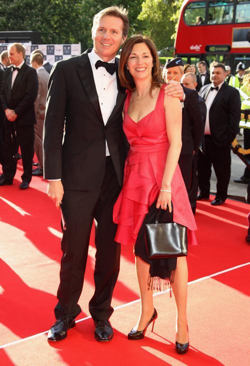 Гости на Олимпийском концерте в Лондоне. Roger Black и гость. Фоторепортаж из  Royal Albert Hall. Фото: Alastair Grant -WPA Pool/Getty Images