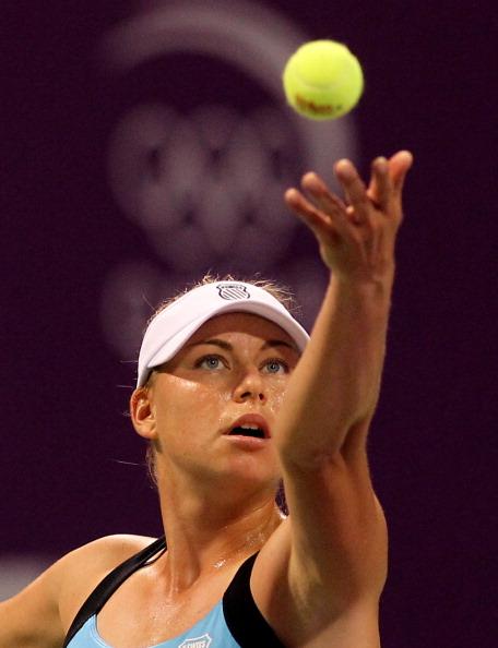 Вера Звонарева победившая Елену Янкович, сыграет в финале WTA с Каролина Возняцки. Фото: KARIM JAAFAR/AFP/Getty Images