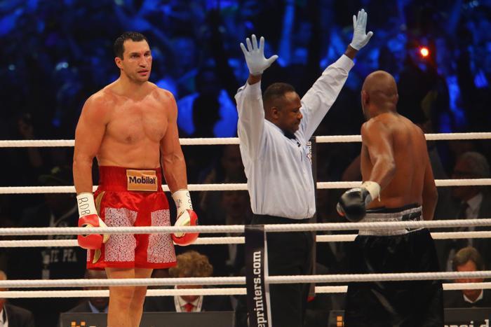 Владимир Кличко нокаутировал Тони Томпсона в шестом раунде. Фоторепортаж. Фото:  Lars Baron/Bongarts/Getty Images