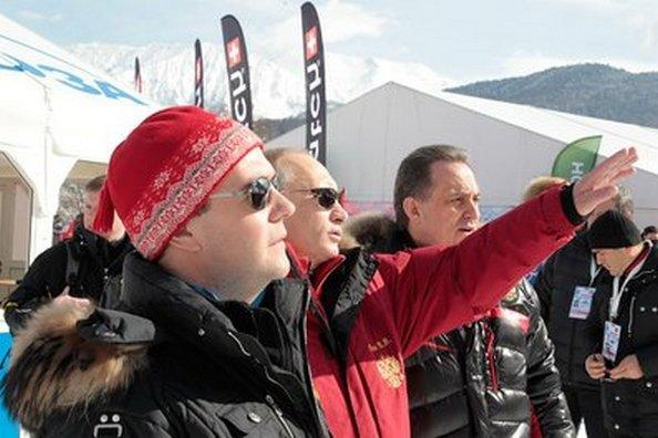 Медведев и Путин посетили горнолыжную. трассу в Сочи «Роза Хутор». Фото с сайта kremlin.ru