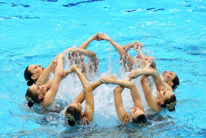Фоторепортаж о выступлении российских синхронисток на Олимпиаде в Лондоне. Фото: FABRICE COFFRINI/AFP/GettyImages