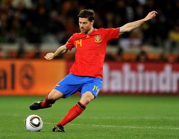 Хаби Алонсо, полузащитник сборной Испании. Фото: Jasper JUINEN/AFP/Getty Images