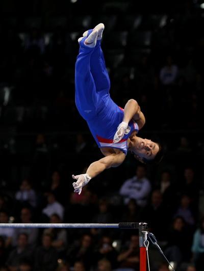Максим Девятовский выиграл международный турнир по спортивной гимнастике. Фото: Alexander HASSENSTEIN/Bongarts/Getty Images